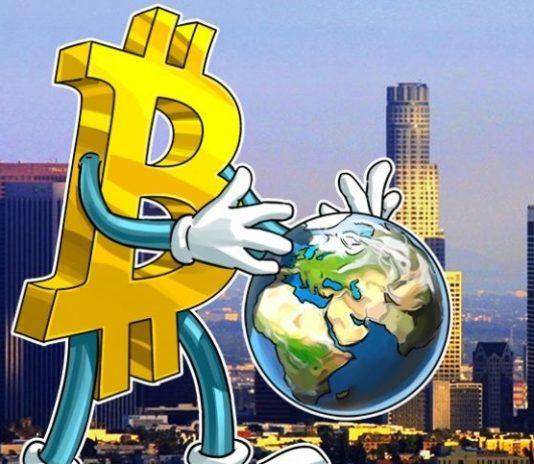 """СЕО Twitter: Биткойн станет """"единственной валютой"""" в мире через 10 лет"""